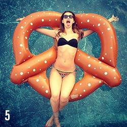05 matelas-gonflable-bouée-piscine-bretzel