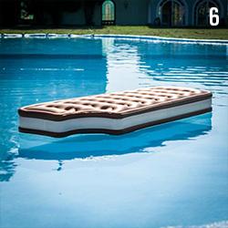 06 matelas-gonflable-piscine-crem-glacee
