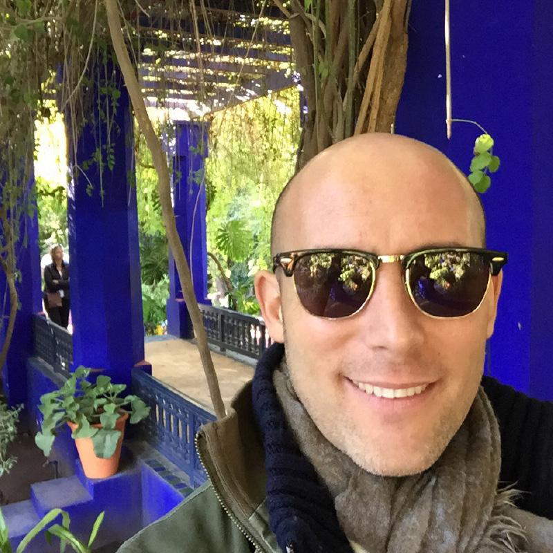 Selfie d'Alexandre Zimmowitch lors de son dernier voyage au Maroc dans les Jardins de la maison Majorelle